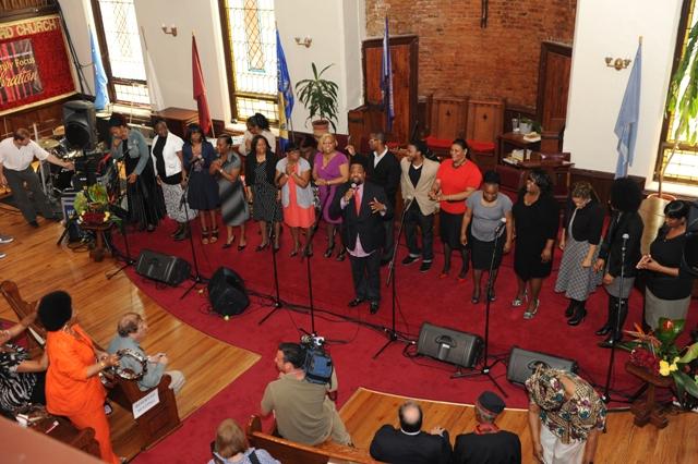 Hezekiah-Walker-and-his-Love-Fellowship-Choir.jpg